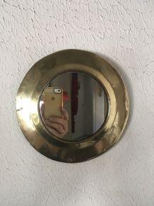 Miroir rond en laiton.