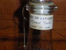 Grand flacon de parfum ancien en verre