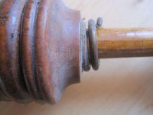 Ancienne bouchonneuse en bois ancien en bois vintage
