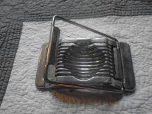Coupe oeuf en métal vintage