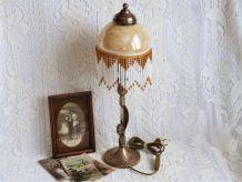Lampe laiton art nouveau, lampe de chevet abat-jour perles.