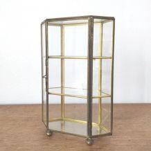 Petite vitrine vintage en verre et laiton