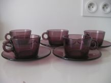5 Tasses et sous tasses mauves Vereco France