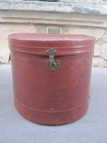 ancienne grosse boite a chapeau
