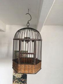 Cage à oiseaux décorative en osier et fer vieilli.