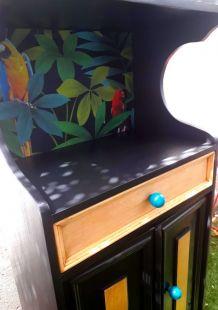 Petit meuble ancien pour téléphone relooké
