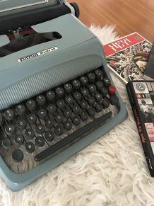 Machine à écrire Olivetti Studio 44