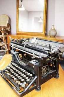 Machine à écrire Underwood vintage ancienne