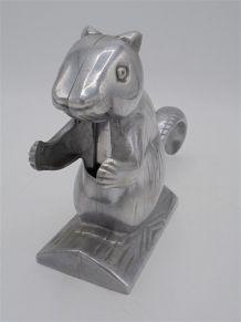 Écureuil casse-noix