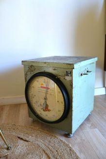 Ancienne balance tabouret meuble de métier