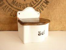 Jolie boîte à sel en céramique blanche et rouge et couvercle