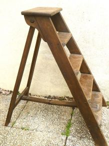 escabeau  ancien  en bois  , vintage