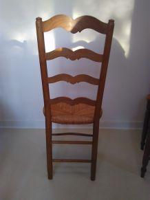 6 Chaises en bois et assises en paille