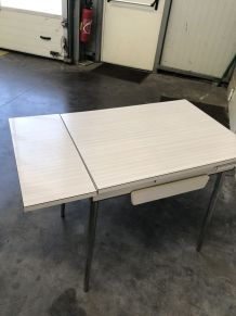 Table blanche Formica