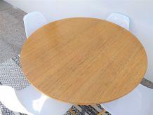 Table ronde moderniste années 50 vintage