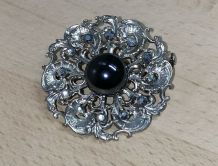 Ancienne broche en métal argenté, brillant