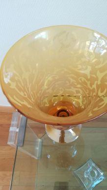 Vase de couleur jaune
