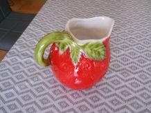 pichet vintage forme de fraise