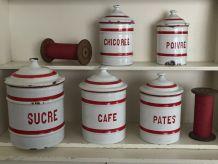 Série de pots à épice émaillés