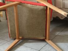 Paire de fauteuils skai rouge pieds compas fin 50 , début 60