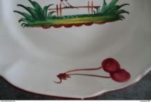 ancienne assiette des Islettes - coq perché sur une barrière