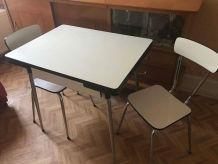 Buffet ,petite table et 2 chaises en Formica beige