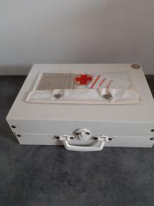 Ancien jouet  valise infirniere   creation rochaix
