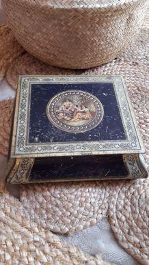 Boîte métal ancienne