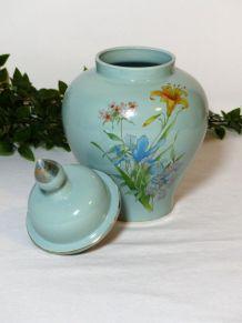 Pot en céramique avec couvercle