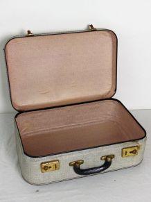 Valise en carton vintage
