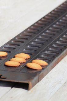 Moule à madeleines, souvenir industriel d'une biscuiterie
