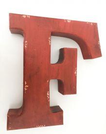 Lettre d'enseigne «F» en métal  rouge