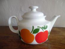 théière en porcelaine vintage