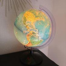 Globe terrestre lumineux vintage.