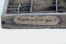 Casier d'imprimerie, typographie, Romain gros oeil vieux