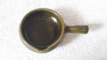 Petite saucière en terre cuite vernissée vert olive, diamètr