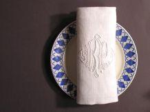 2 Serviettes de Table Brodées Monogramme R.P Français