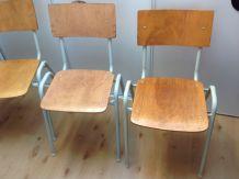 Suite de quatre chaises d'école vintage années 60-70