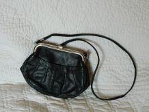 Petit sac à main noir vintage fermoir à l'ancienne