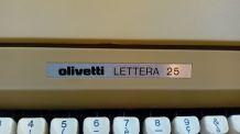 Machine à écrire Olivetti