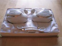salière poivrière ancienne en forme de cygnes en porcelaine