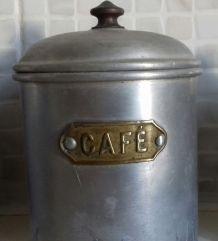 Pots de cuisine anciens en aluminium