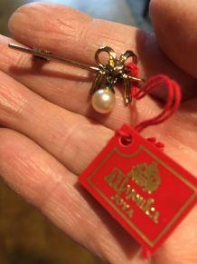 Broche dorée avec perle Majorica