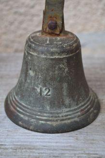 Cloche d'école ancienne en bronze