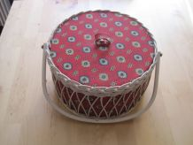 grande boite de couture vintage osier,tissu plastique