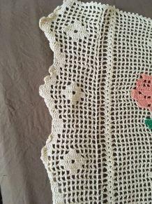 Couverture au crochet style bohème.