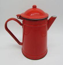 ancienne cafetière tôle émaillée rouge déco cuisine vintage