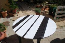 table ronde bois peint de 1,60 de diamètre 0,74 de hauteur