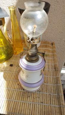 Lampe à pétrole pied en porcelaine