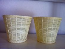2 caches pots vintage en plastique